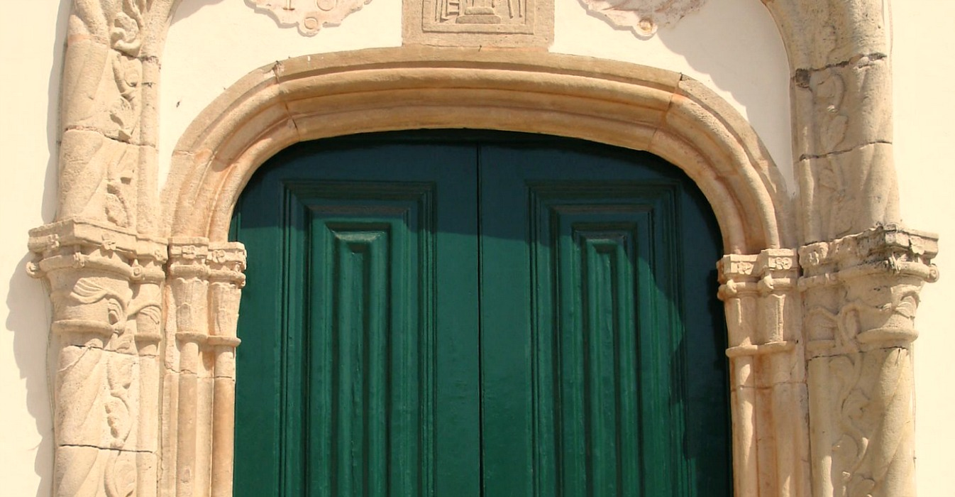 Church Door in Portugal | Hang On to Hope